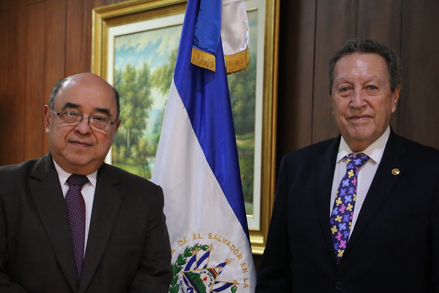 SG Vinicio Cerezo en reunión con magistrados de la Corte Suprema de Justicia de El Salvador