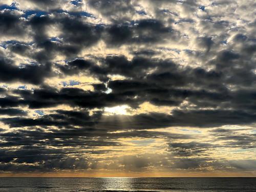morning beach ocean pacificocean australia sky fourmilebeach portdouglas sunrise clouds queensland