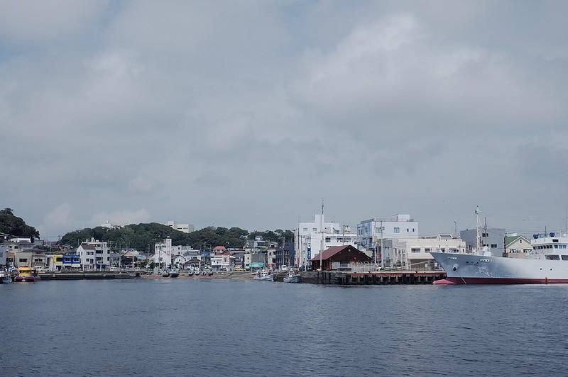 みさきまぐろきっぷの旅 城ヶ島港渡船さんしろ号から臨む三崎港
