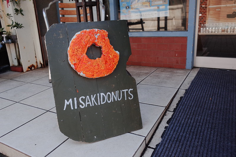 みさきまぐろきっぷの旅 三崎港ミサキドーナツ看板