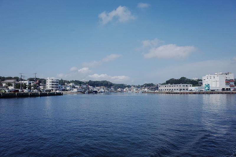 みさきまぐろきっぷの旅 三崎港にじいろさかな号から臨む三崎港