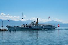 CGN Dampfschiff 'Simplon' einfahrt Hafen in Lausanne