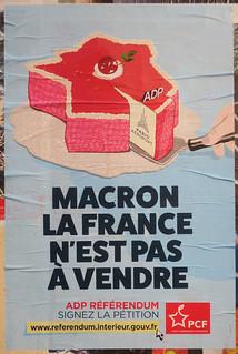 Macron la France n'est pas à vendre