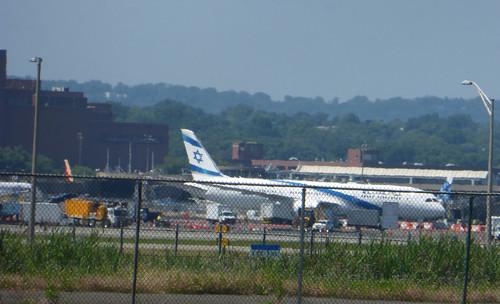 El Al Boeing 777, Newark