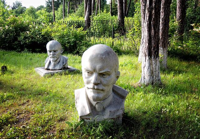Lenin in the village Sinitsyno. O, quam cito transit gloria mundi !