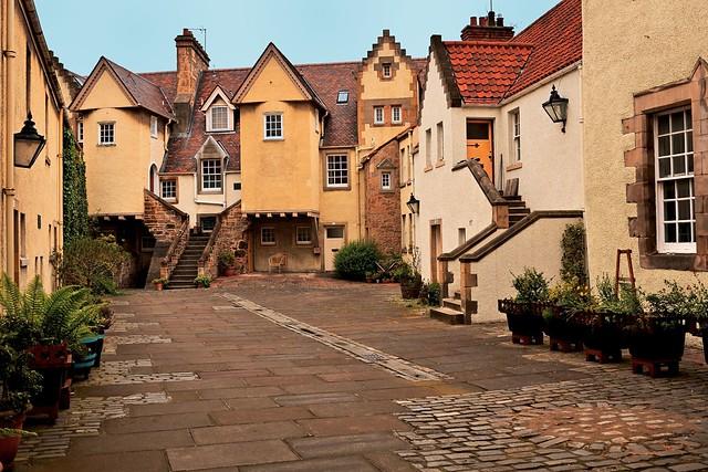 Edinburgh Canongate /  Royal Mile / Whitehorse Close