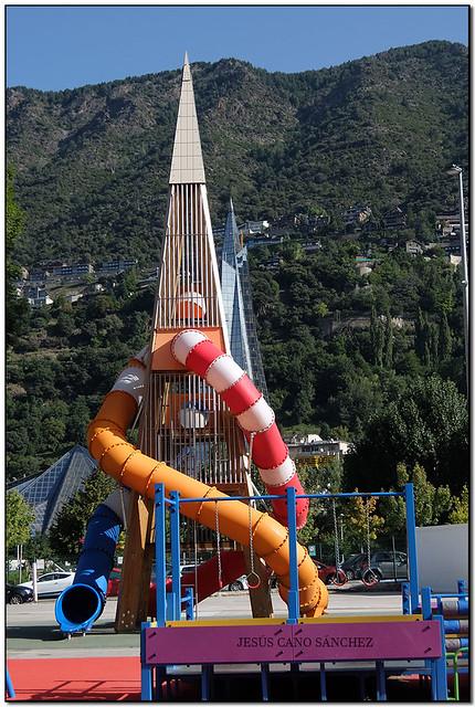 Alineació piramidal, Escaldes-Engordany (Andorra)