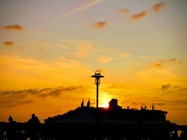SUNSET OVER THE QUEEN MARY 2