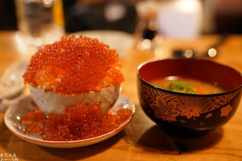 【台中西區│美食】日月水台。日本人營業的道地居酒屋料理,備長炭串燒,滿滿的鮭魚卵溢出來了
