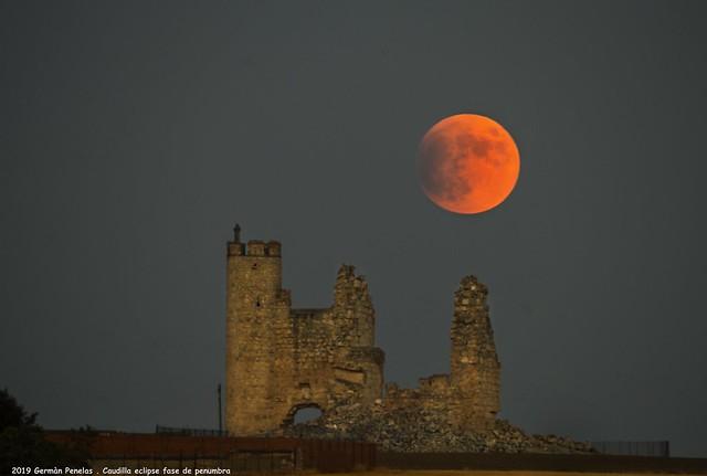 2019 Eclipse de luna en fase de penumbra y comienzo de la umbra desde Caudilla