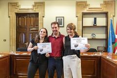 El alcalde Juan Carlos Abascal, con las ganadoras del certamen.