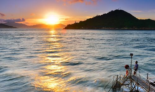 hongkong sunset wave rays sunlight 香港 西環鐘聲泳棚 beach
