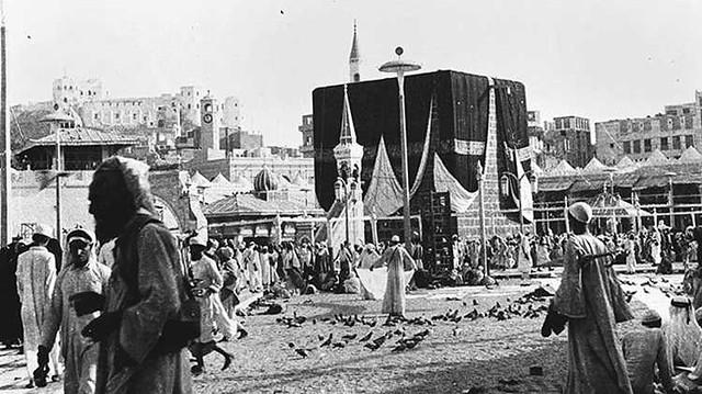 4249 How was the black stone (Hajr-e-Aswad) stolen from Makkah 02