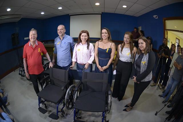 17.07.19.Prefeito Arthur entrega cadeiras de rodas para UBS´s.