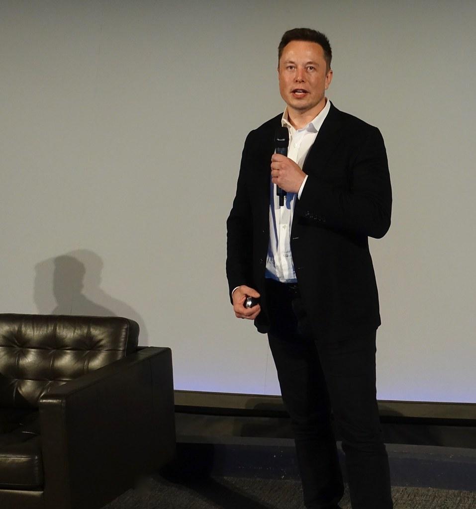 """""""Za 5 lat nie będziemy ze sobą rozmawiać"""", twierdzi Elon Musk"""