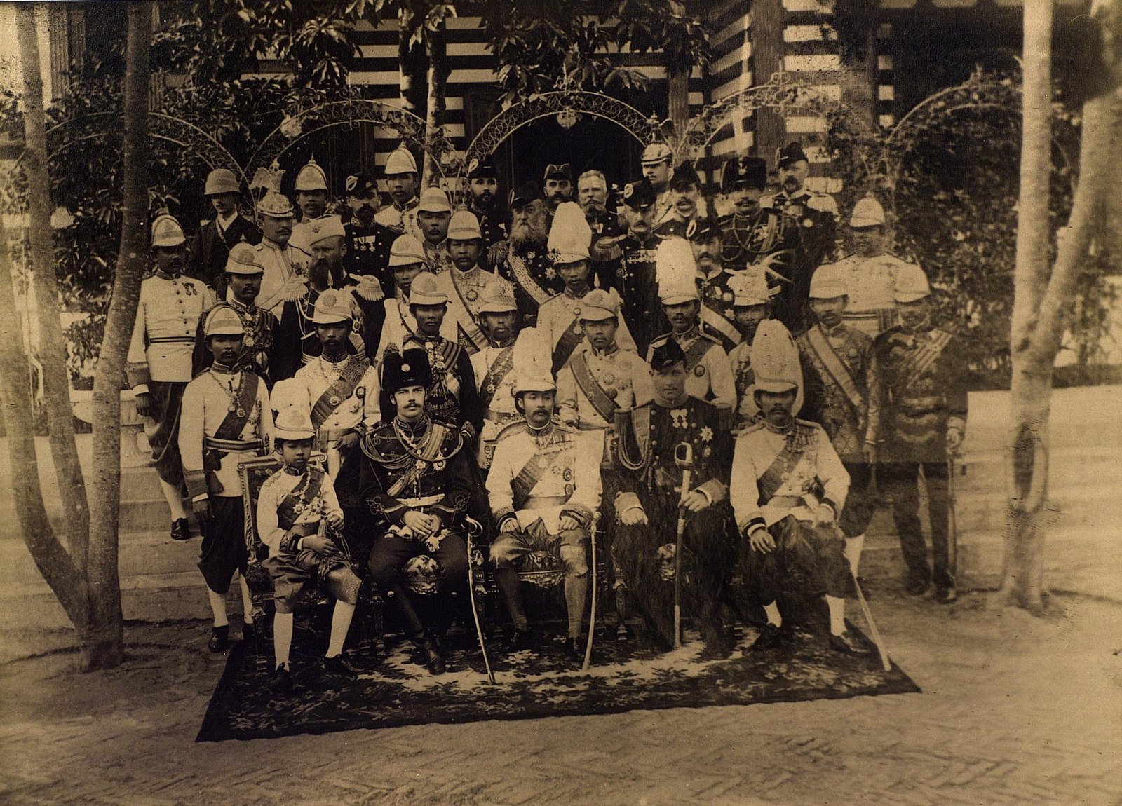 17. Цесаревич Николай Александрович с королем Сиама Рамой V Чулалонгкорном, наследным принцем Сиама и принц