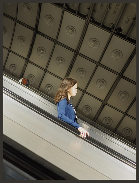 7e3_7120194-zuleikha-tube-escalator
