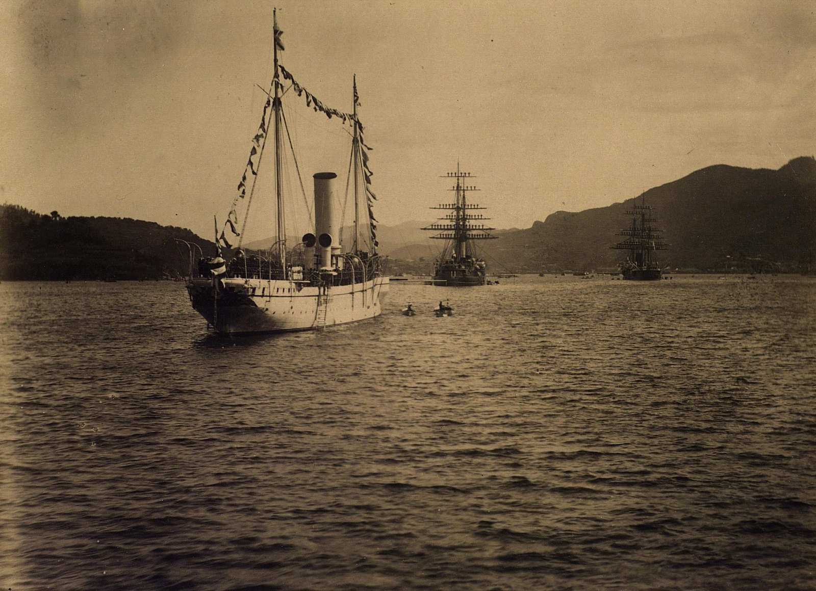 16. 1891. Уборка парусов на кораблях. Сиам