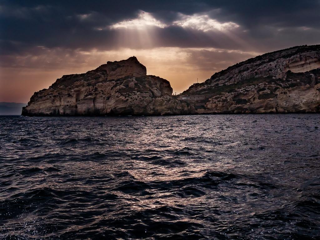 Le ciel se déchire sur la Selle du Diable... + recadrage 48310070012_432d64ab65_b