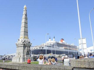 Cunard Line RMS Queen Mary 2 with Titanic Memorial