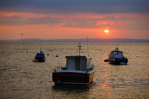 clevedon somerset england uk gb britain outdoors sony alpha ilce7rm2 a7rii zeiss water sky sun clouds boats estuary bristol channel coast coastal sunset evening harbour harbor sea seaside horizon seascape dof watching crowd peaceful reflections