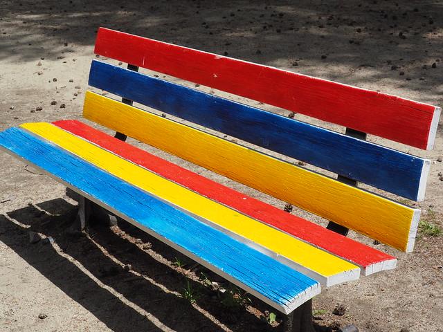 Immancabile ... almeno una panchina  :-)...   (unfailing ... at least one bench)