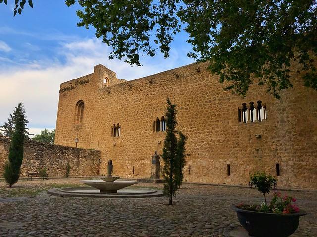 Prado de Santa María en Brihuega (Se aprecia el castillo de la Peña Bermeja)