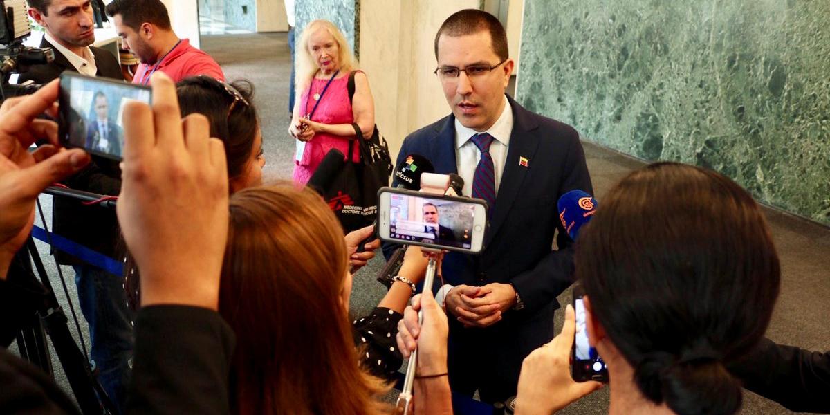Canciller Arreaza: presión internacional contra el proceso de diálogo es una aberración
