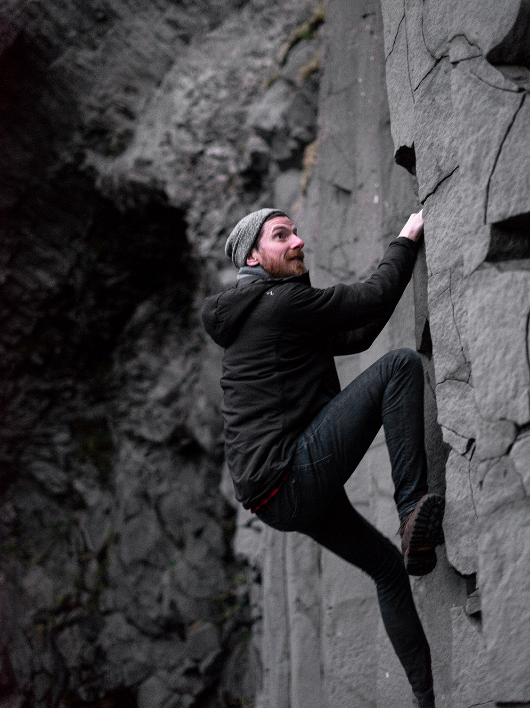 20iceland-vik-reynisfjara-blacksandbeach-basaltcolumns-travel-bouldering