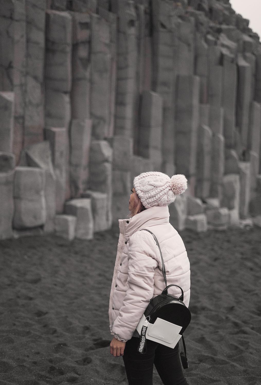 18iceland-vik-reynisfjara-blacksandbeach-basaltcolumns-travel-style