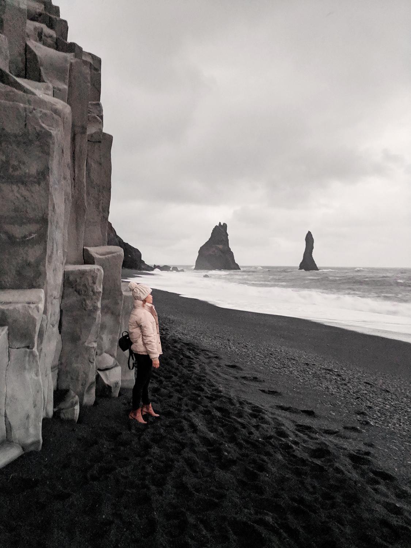 17iceland-vik-reynisfjara-blacksandbeach-basaltcolumns-travel-style