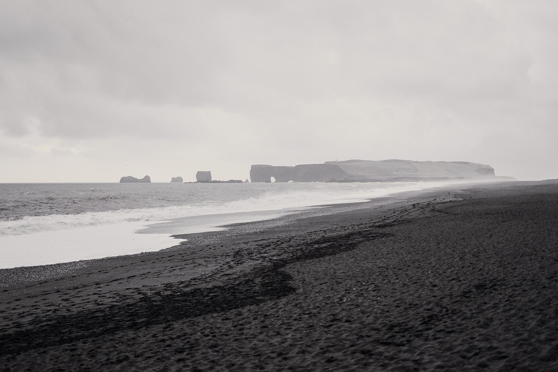23iceland-vik-reynisfjara-dyrholaey-blacksand-rocks-travel