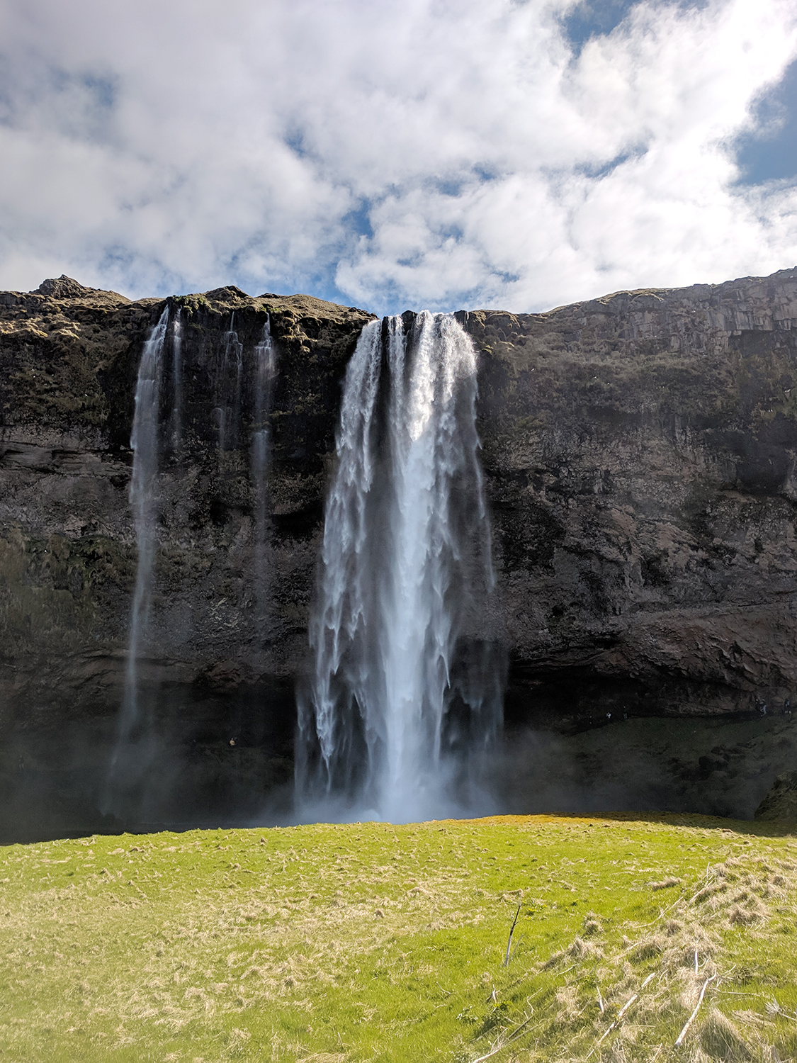03iceland-vik-seljalandsfoss-waterfall-travel