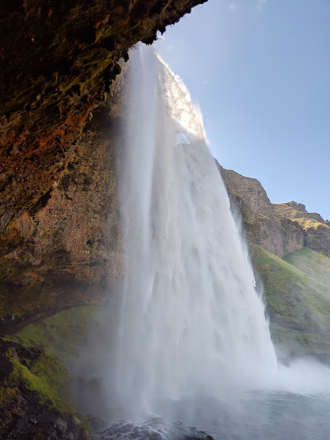 02iceland-vik-seljalandsfoss-waterfall-travel