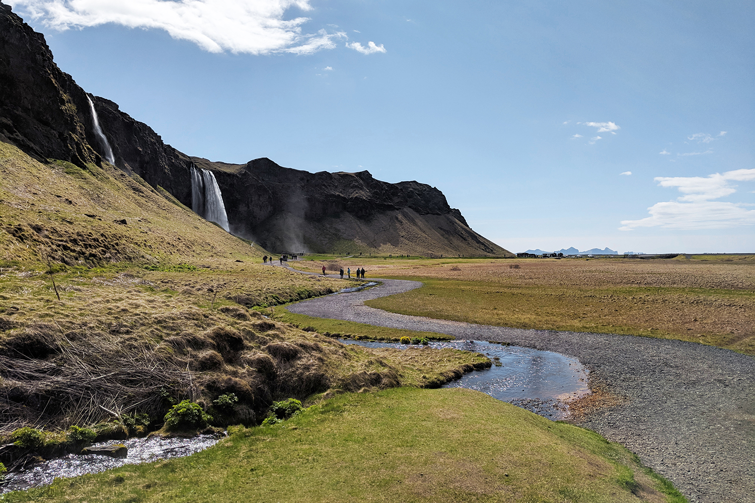 01iceland-vik-seljalandsfoss-waterfall-travel