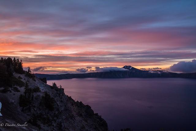 Crater Lake sunrise 🙌