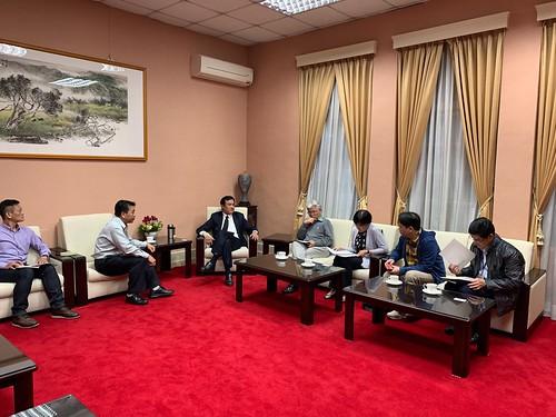 圖01.108年4月3日上午10時陳嘉麟理事長率工會幹部赴立法院與蘇院長會見。