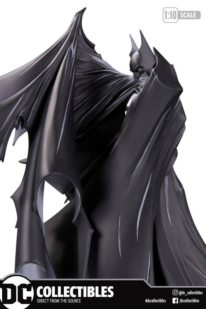 堂堂系列第100號作品!! DC Collectibles 蝙蝠俠黑白雕像系列【蝙蝠俠 by 陶德·麥法蘭】Batman by Todd McFarlane 1/10 比例全身雕像