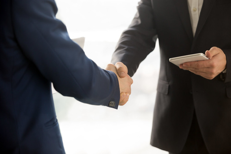 Close up photo of IT businessmen shaking hands