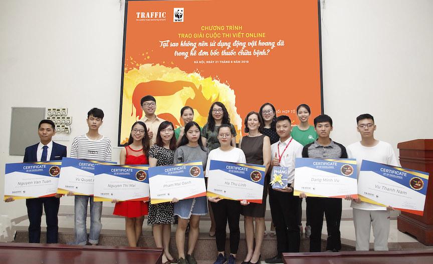 Traffic組織與獲獎者合照。畫面截取Traffic組織