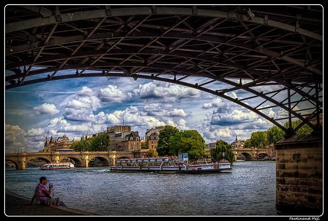 Paris_Seine_Île de la Cité_ships Le mulet Couteau_Pont Neuf_Pont des Arts_Square du Vert-Galant_1er Arrondissement