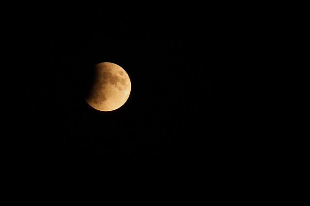Pleine lune, éclipse de lune du 16 juillet 2019, 22 heures 16 minutes... Full moon, moon eclipse of July 16, 2019, 22 hours 16 minutes #FujiX-S1 #Gimp #DigiKam