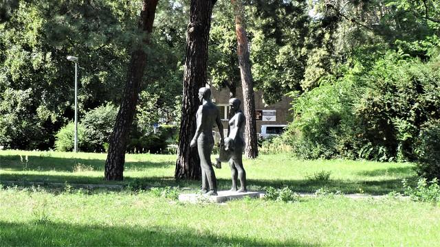 um 1965 Berlin-O. Familie von Hans-Detlef Henning Bronze Ernst-Grube-Straße 4 in 12555 Spindlersfeld
