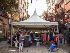 La calle Zubiaurre acoge este evento que ofrece grandes ofertas y descuentos a los/as clientes de las tiendas locales.