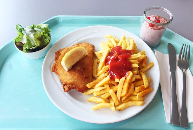 Cordon bleu with french fries & salad / Cordon bleu mit Pommes Frites & Salat