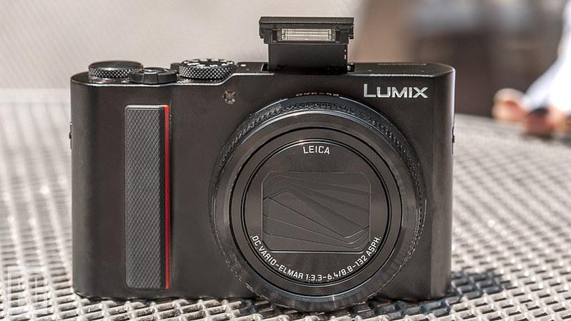 501104-panasonic-lumix-dc-zs200-16