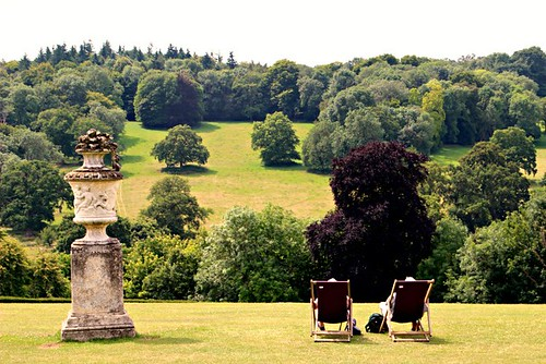 polesdenlacey garden landscape nationaltrust surrey england uk ©peterdenton canoneos100d countryside leisure relaxing deckchair urn trees peace quiet tranquil tranquillity