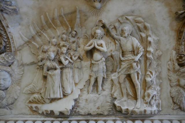 Bénitier XVe, Domenico Gagini (1449-1492), cathédrale Santa Vergine Maria Assunta (XIIe-XVe-XVIIIe), Palerme, Sicile, Italie.