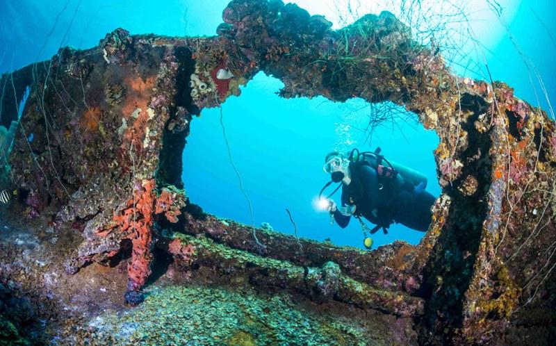 332652-shipwreck-dive