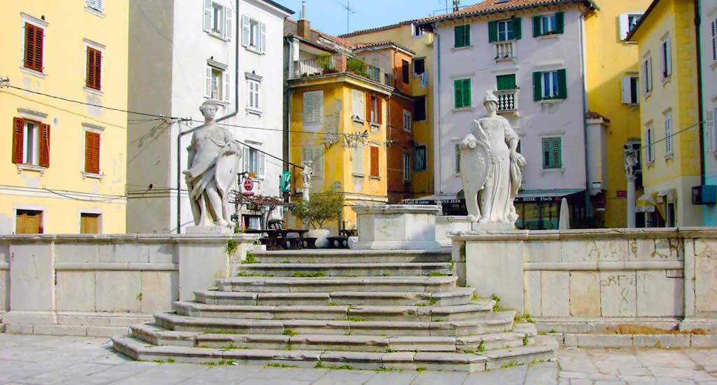 Piran, Slovenië: Trg 1 Maja | Mooistestedentrips.nl